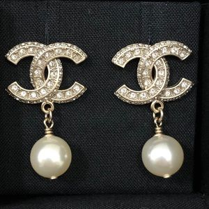 Chanel 2020 NWT Matelassé Gold & Pearl CC Earrings
